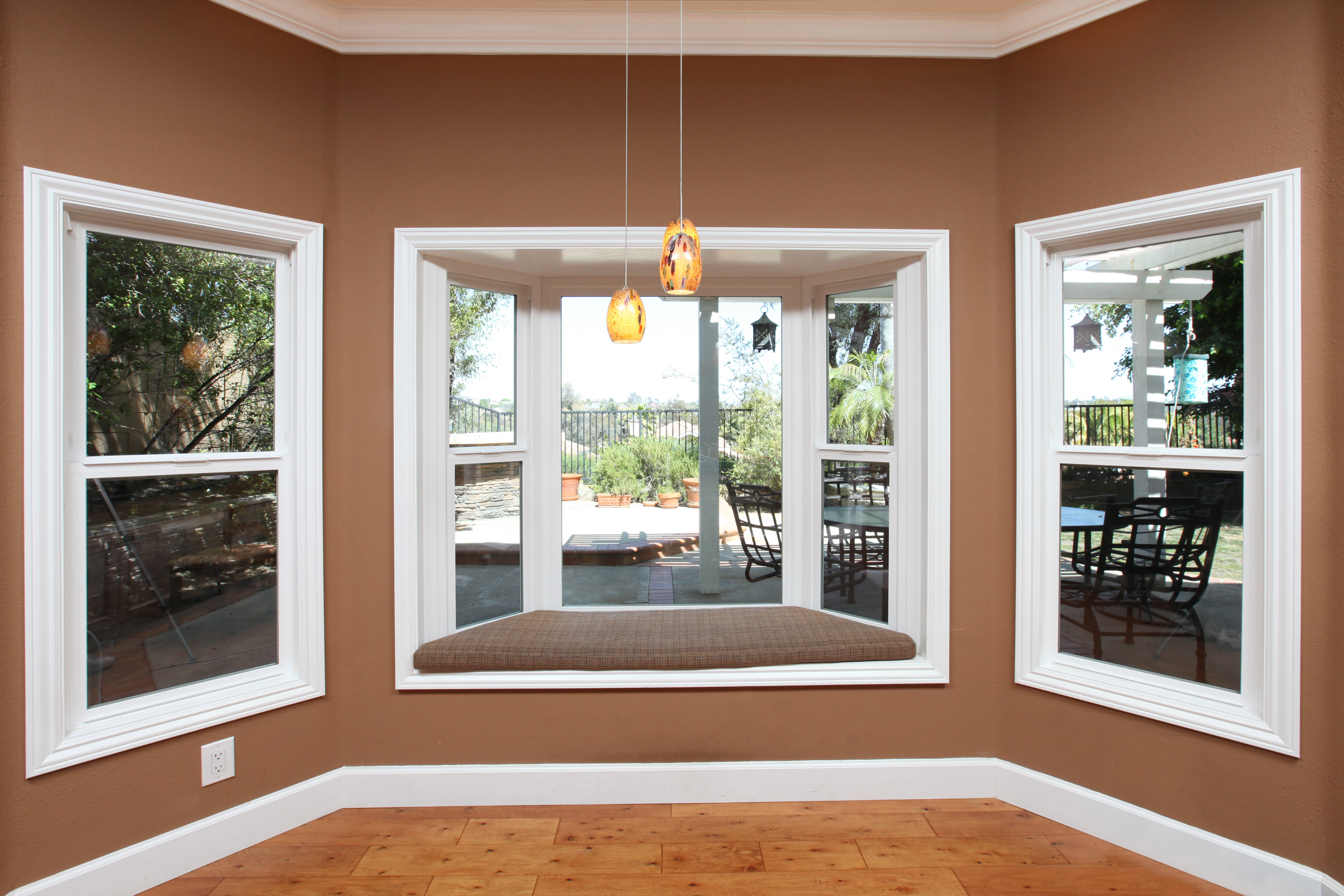 photo gallery milgard tuscany series bay window with single hung windows to either side