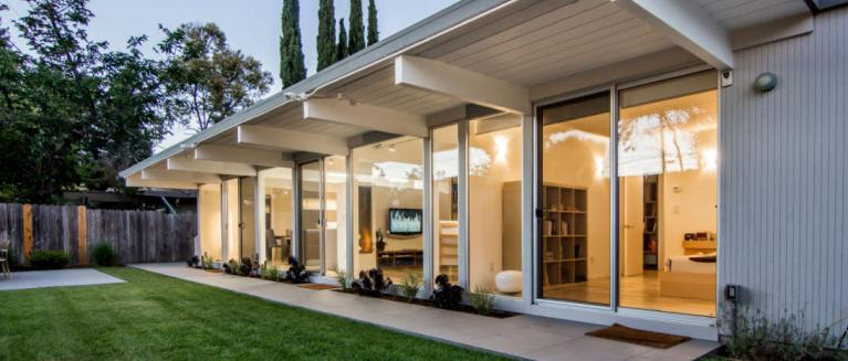 This Eichler home underwent a renovation for an addition to the floor plan. The owners wanted to honor the California mid-century modern aesthetic. & Eichler Styled Home Renovated with New Aluminum Windows and Sliding ...