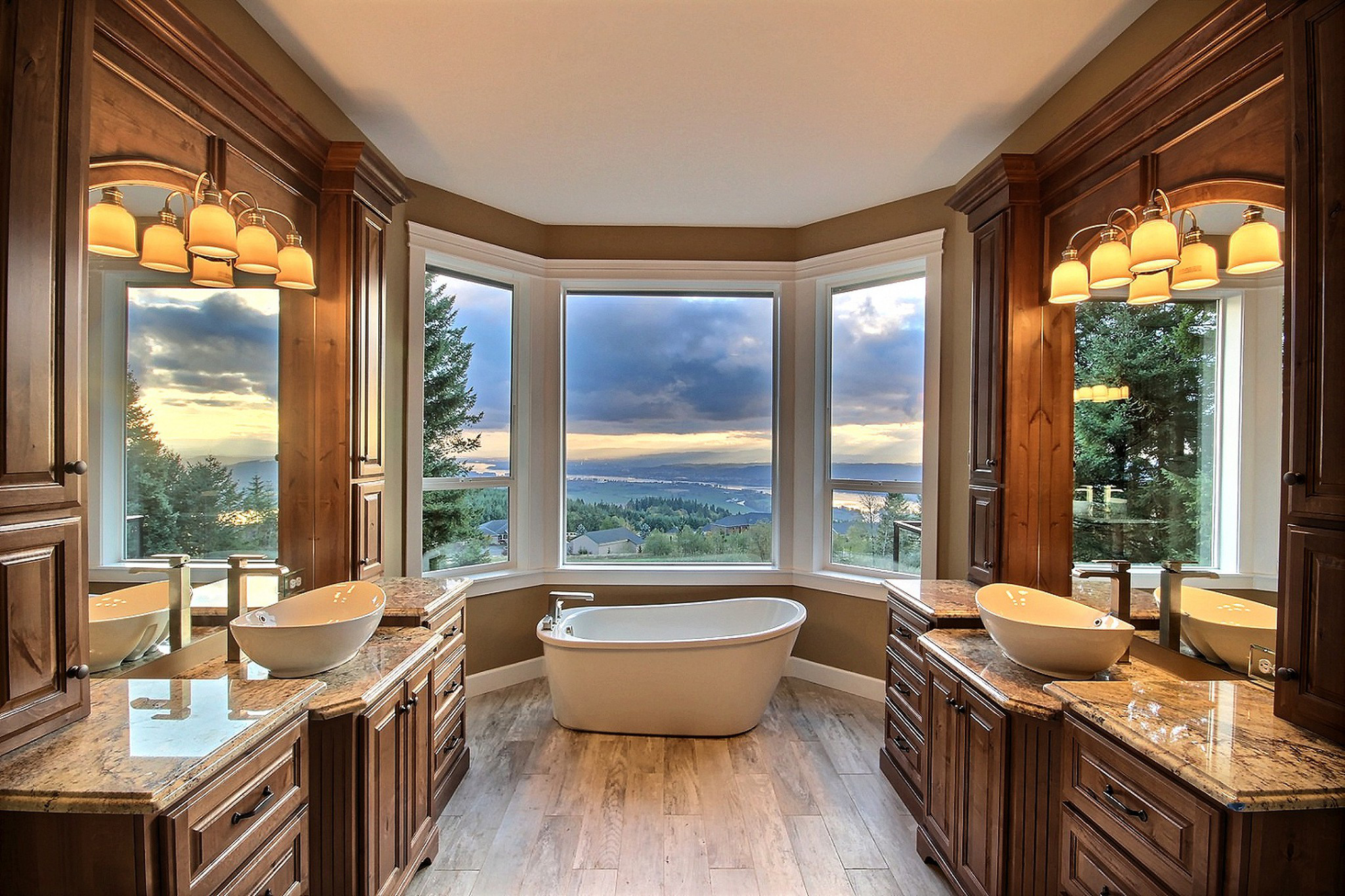 Serene and luxurious mater bathroom en suite