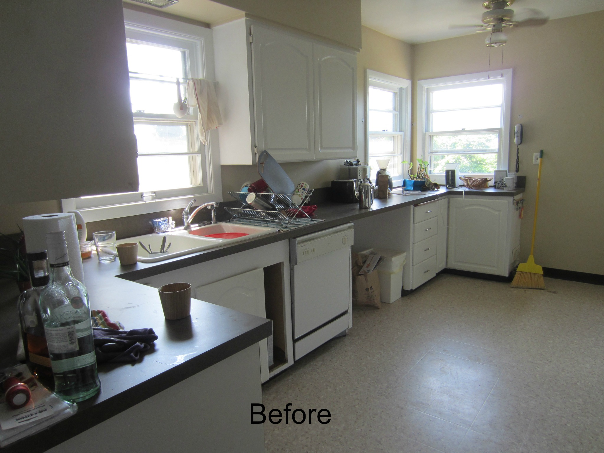 The kitchen before the remodel