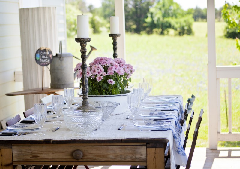 Outdoor table setting for entertaining