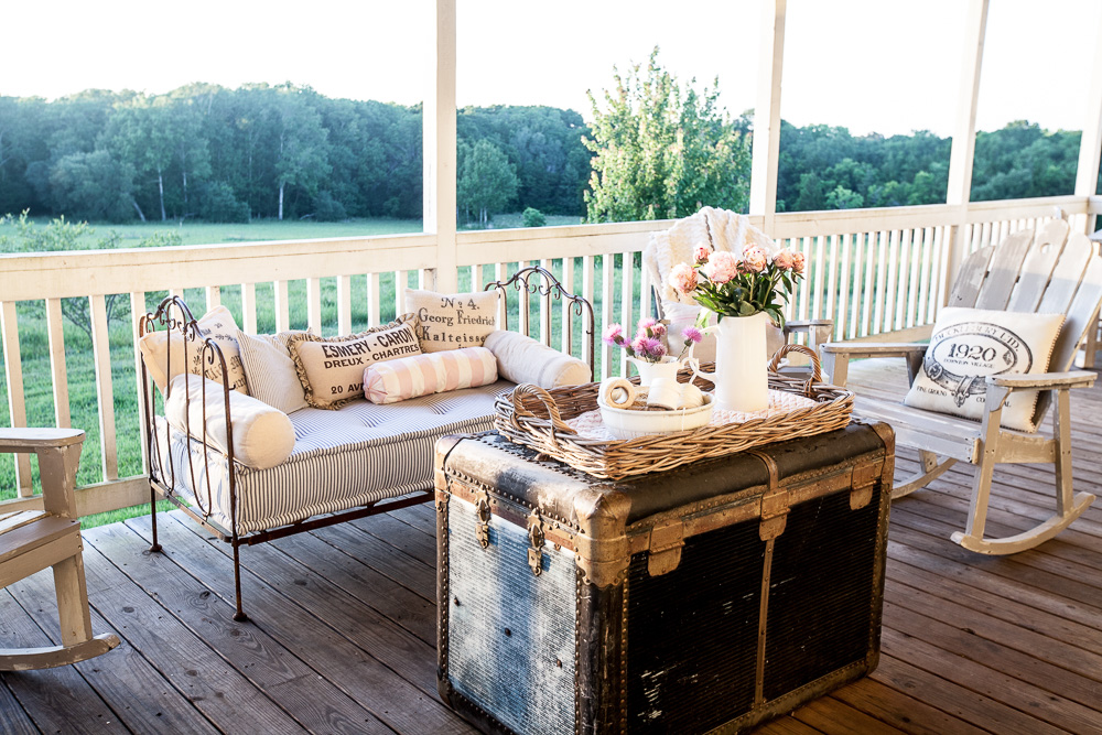 Throw pillows for rocking chairs on the porch