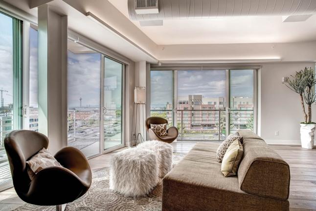 Painted vinyl windows accent a contemporary condo milgard for Vinyl windows denver